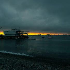 Ocaso en el Callao by Warren Chirinos Pinedo - Landscapes Sunsets & Sunrises ( water, clouds, peru, provincia constitucional del callao, ocaso, sea, seascape, rocks, callao )