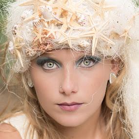 Pretty eyes by Fernanda Magalhaes - People Portraits of Women ( blue, retrato, pretty, portrait, closeup, eyes,  )