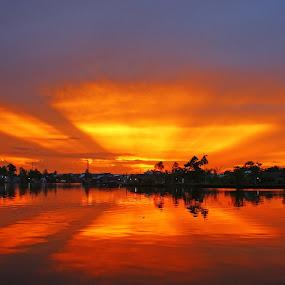 Ray of Light by Mulawardi Sutanto - Landscapes Sunsets & Sunrises ( indonesia, sunset, sambas, rol, travel, river )