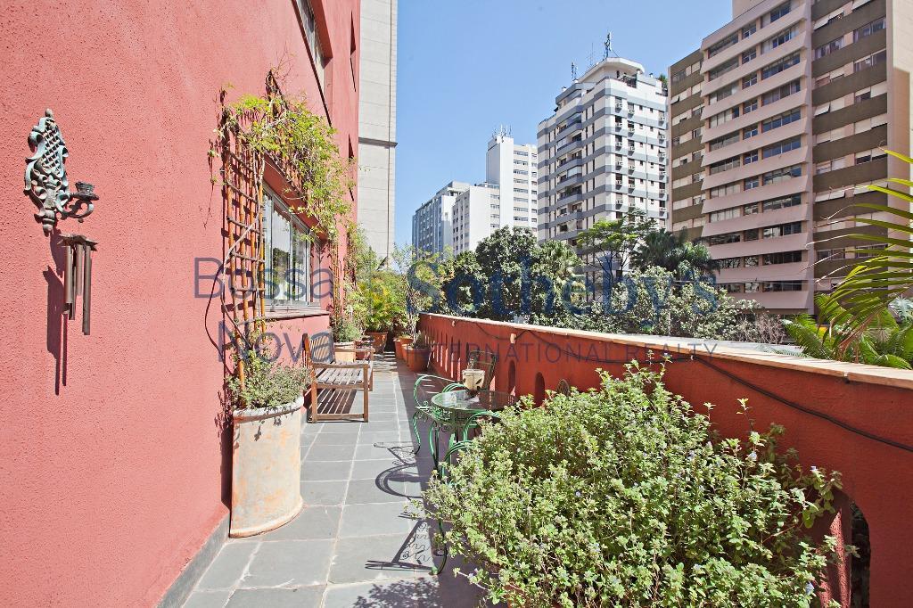Apartamento com ares de Casa , ao lado do Parque do Povo