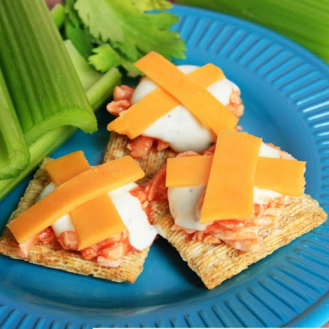 Buffalo Chicken Triscuit Bites