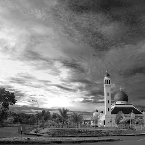 Masjid Kampung Salambigar, Brunei Darussalam by Rashid Mohamad - Buildings & Architecture Places of Worship ( clouds, masjid, black and white, sunrise, brunei )