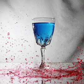 Another splashing mess by Peter Salmon - Artistic Objects Glass ( water, colour, red, blue, glass )