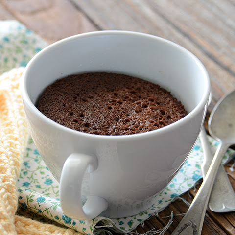 5-Minute Healthy Chocolate Mug Cake {Paleo}