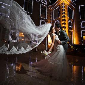 by Anderson Miranda - Wedding Bride & Groom