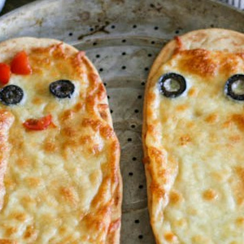 Halloween Ghost Flatbread Pizza #SundaySupper