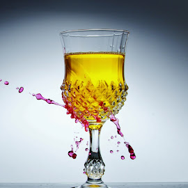 One glass, one splash by Peter Salmon - Artistic Objects Glass