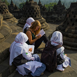 learn together by Hartono Wijaya  - Novices Only Portraits & People ( temple, students, candids, indonesia, magelang, learn, java, study, learning, people, borobudur )