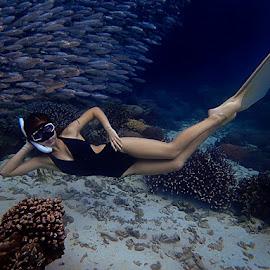 Moalboal sardine run by Sergei Tokmakov - People Portraits of Women ( model, sexy, sardine run, girl, moalboal, underwater )