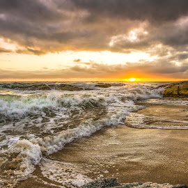 Sunrise in Estaleirinho Beach by Rqserra Henrique - Landscapes Beaches ( clouds, brazil, splash, waves, rqserra, beach, sunrise )