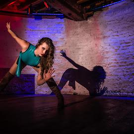 Dynamic Brook by Porlus At Maelstrom - People Fashion ( legslightong, latex, legs, beauty )