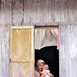 motherhood by Sandi Nopri yanto - People Street & Candids (  )