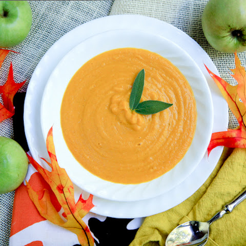 Creamy Vegan Carrot and Tart Apple Soup