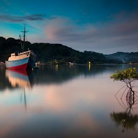 Evening Light by Didik Mahsyar - Transportation Boats ( siksakamera, lembar, le, harbour, lombok, nikon, boat )