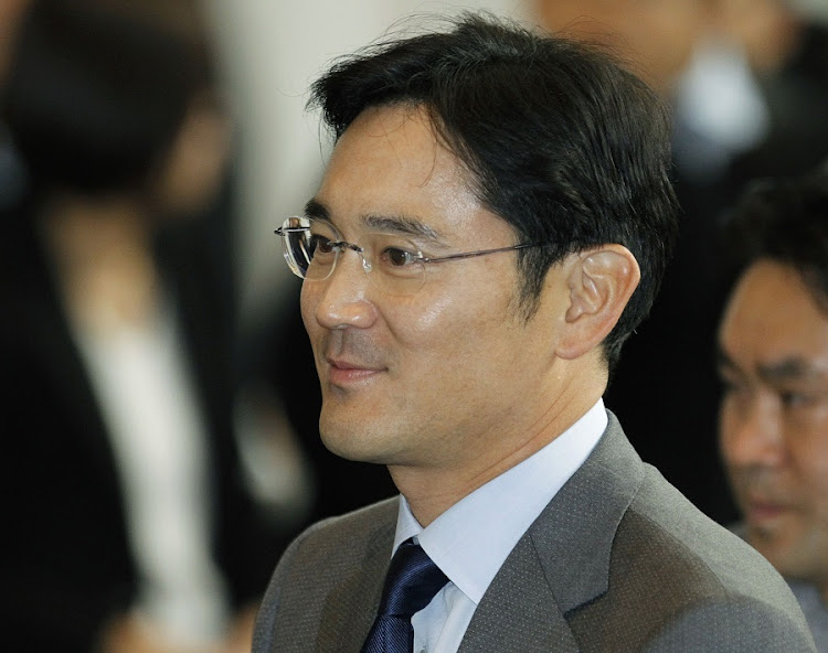 Samsung boss arrested on corruption charges