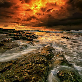 Scary Scene by Agoes Antara - Landscapes Weather ( nature, waterscape, wave, cloud, weather, pwcstorm, landscape )