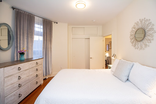 Renovated 1BED, Steps t