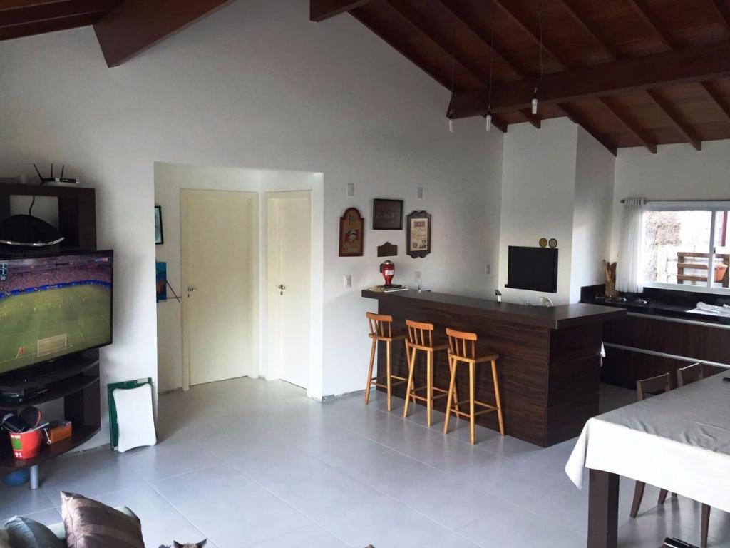 Metta Imobiliária - Casa 5 Dorm, Sambaqui (CA0493)