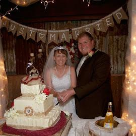 Cake cutting by Brenda Shoemake - Wedding Reception