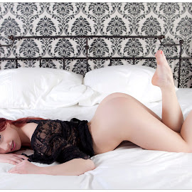 Curvy nude on the bed by Steve Hendra - Nudes & Boudoir Artistic Nude ( curvy, model, nude, female, bed )