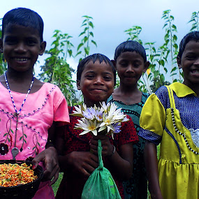 Happy children..... by Avijit Basak - Babies & Children Child Portraits ( girl, villege, children, cloud, flower )