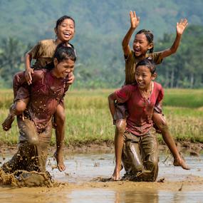 Gendong Gendongan by Doeh Namaku - Babies & Children Children Candids