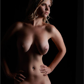 In the dark by Clifford Els - Nudes & Boudoir Artistic Nude