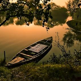 Waiting by Sagar Lahiri - Landscapes Waterscapes ( sopnomakha_photo, sagarlahiri, pwcredscapes-dq, sunrise, nikond5100, pwcredscapes,  )