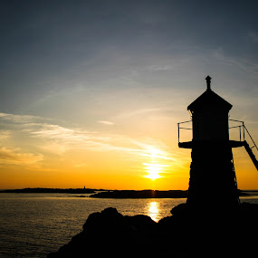 Sunset at Aakra-lighthouse by Thomas Sjøen - Landscapes Sunsets & Sunrises ( sunset, lighthous, åkrehamn, coast, norway )