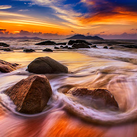 Gold light on Rock beach by Dany Fachry - Landscapes Beaches