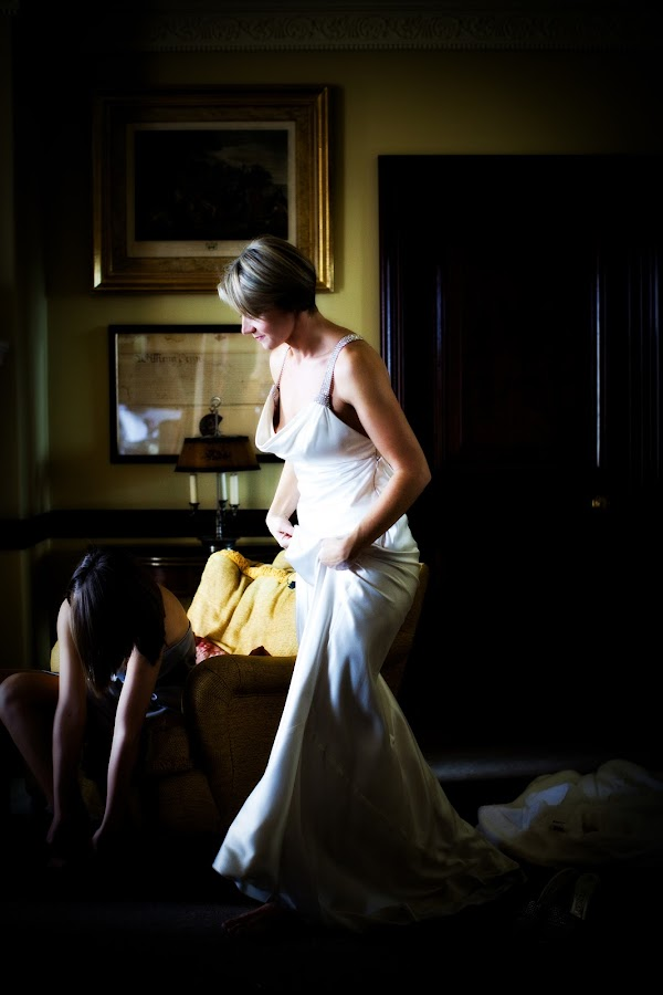 Bride getting ready by Kat Toft - Wedding Getting Ready