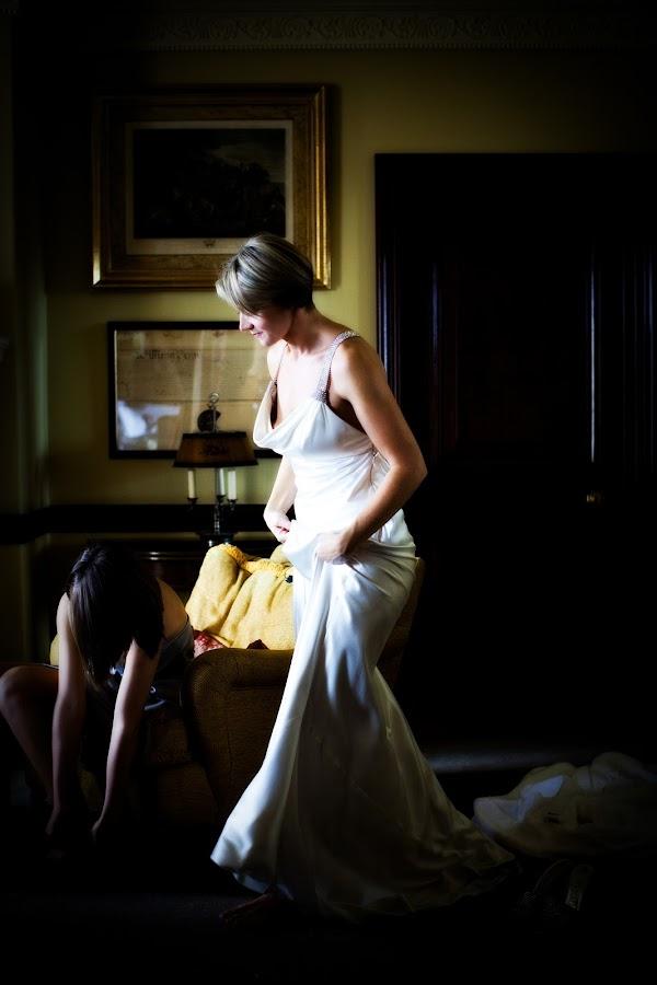 Bride getting ready by Kat Toft - Wedding Getting Ready