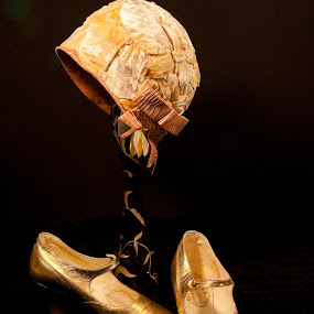 Golden hat and shoes by HB Jansson - Artistic Objects Clothing & Accessories