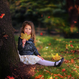 Magical autumn by Piotr Owczarzak - Babies & Children Children Candids ( girl, park, london, children, childhood, kids )