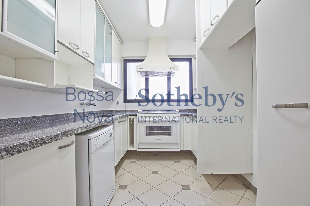 Apartamento amplo em condomínio com ótimo lazer