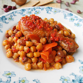 Chickpea stew with chicken by Rita Ilieş - Food & Drink Eating ( chicken, dinner, dish, foodie, vegetables, lunch )