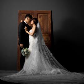 by Andree Liem - Wedding Bride & Groom