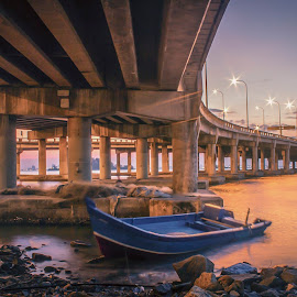 Penang Bridge by Ah Wei (Lung Wei) - Landscapes Sunsets & Sunrises ( canon 600d, pulau pinang, ef-s18-55mm f/3, george town, canon 18-55mm f3.5, penang bridge, penang, magic hour, penang island, malaysia, sunrise )