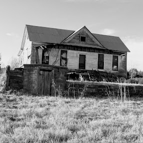 Faded Relic by Rick Covert - Black & White Buildings & Architecture ( arkansas, black and white, house, home, architecture )