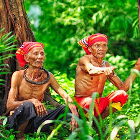 Look...! by Jaka Ferdiyanto - People Portraits of Men