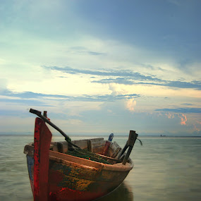 Boat Waiting by Cahaya TaOfik - Transportation Boats