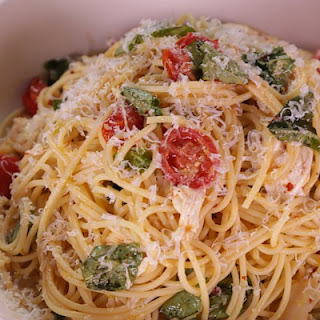 Spaghetti with Fresh Tomatoes, Mozzarella and Basil