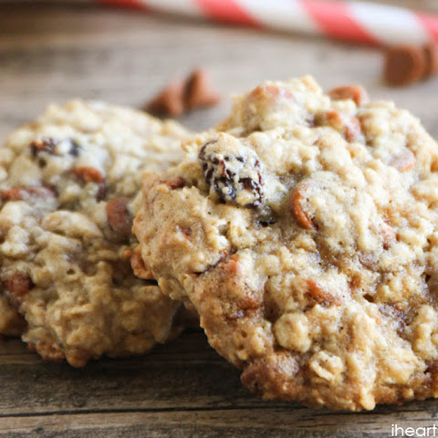 Oatmeal Raisin Cookies with Cinnamon Chips