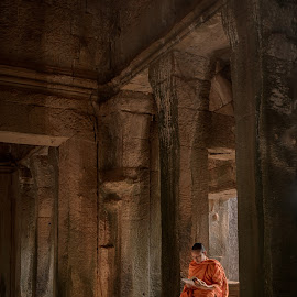 Reflection by Tim Pryce - Buildings & Architecture Places of Worship ( temple, religion, buddhism, monk, worship, angkor wat, cambodia, siem reap )
