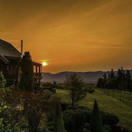 by Jim-Sue Mehrwein - Novices Only Landscapes ( farm, bed and breakfast, oregon, hood river )