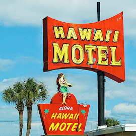 hawaii motel by Lennie Locken - Artistic Objects Signs