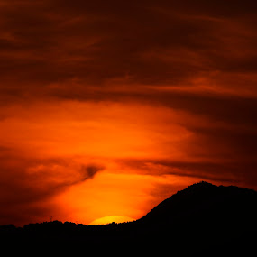 Sun going down by Cristobal Garciaferro Rubio - Backgrounds Nature ( clouds, hill mountain, red, sky, sunset, down, sun )