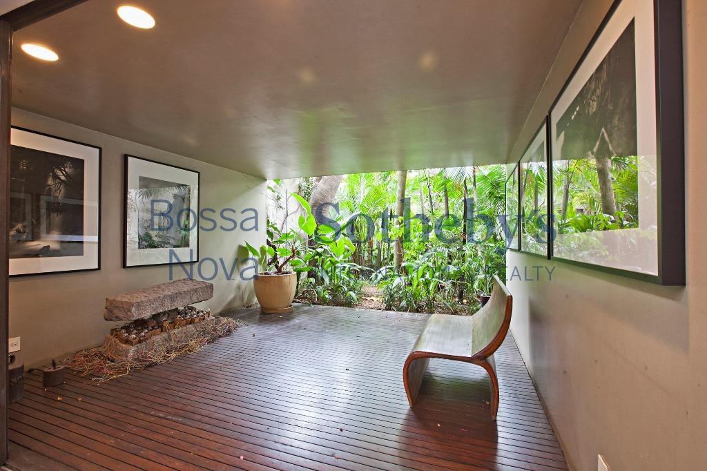Próxima ao Parque do Ibirapuera com projeto Isay Weinfeld,