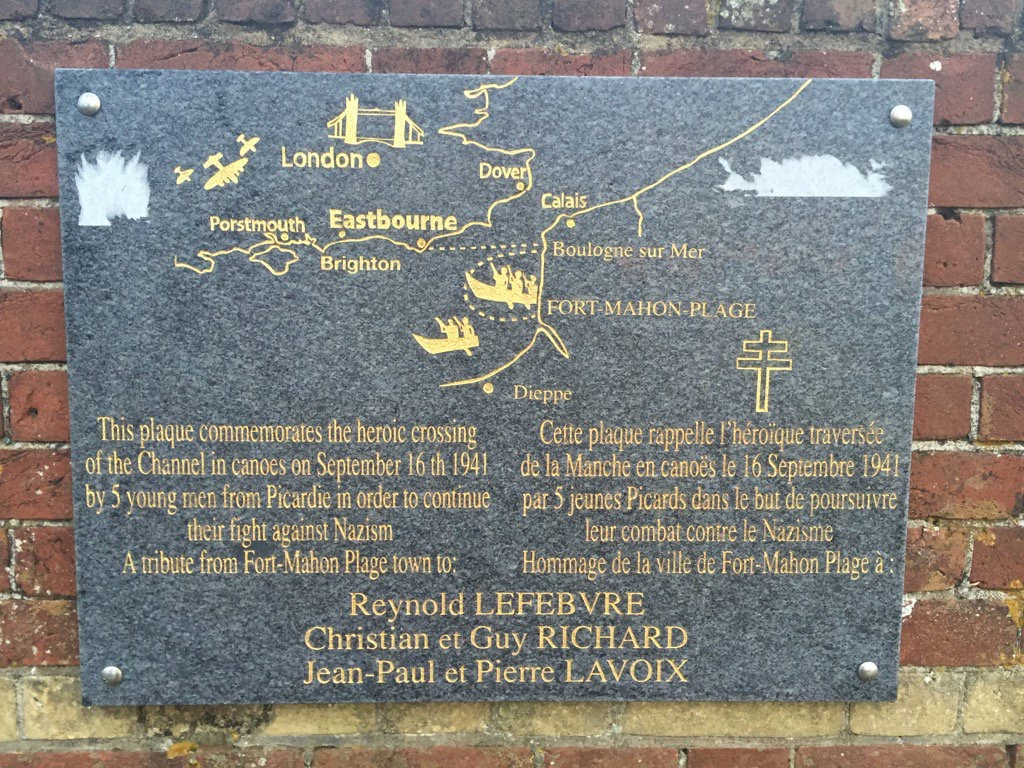 This plaque commemorates the heroic crossing of the Channel in canoes on September 16th 1941 by 5 young men from Picardie in order to continue their fight against Nazism. A tribute from Fort-Mahon ...