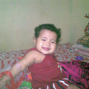baby on the bed by Syuaib Ahkam - Babies & Children Babies ( keep smile, baby joy, baby on the bed, hi, fun, the bed )